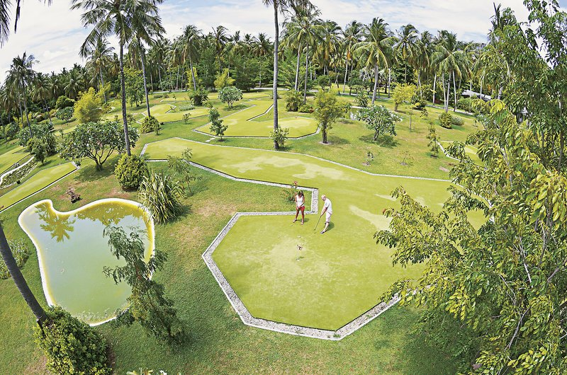 Sun-Island-Resort-Spa-minigolf.jpg