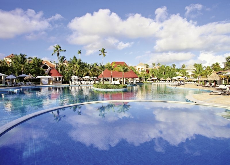 Bahia-Principe-Luxury-Ambar-pool-bar.jpg