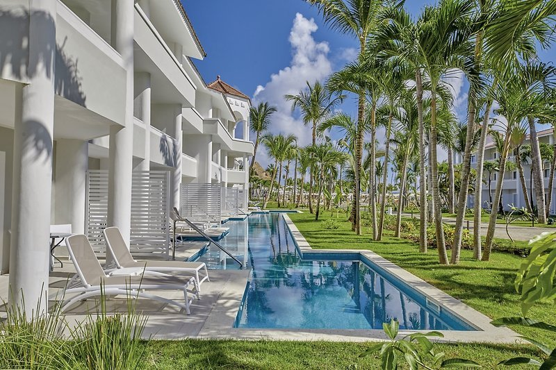 Bahia-Principe-Luxury-Ambar-pool.jpg