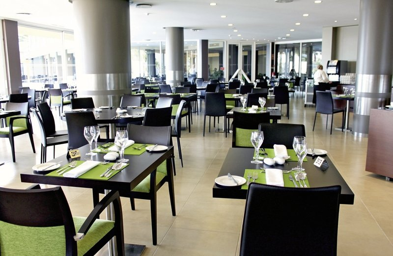Four-View-Oasis-restaurant.jpg
