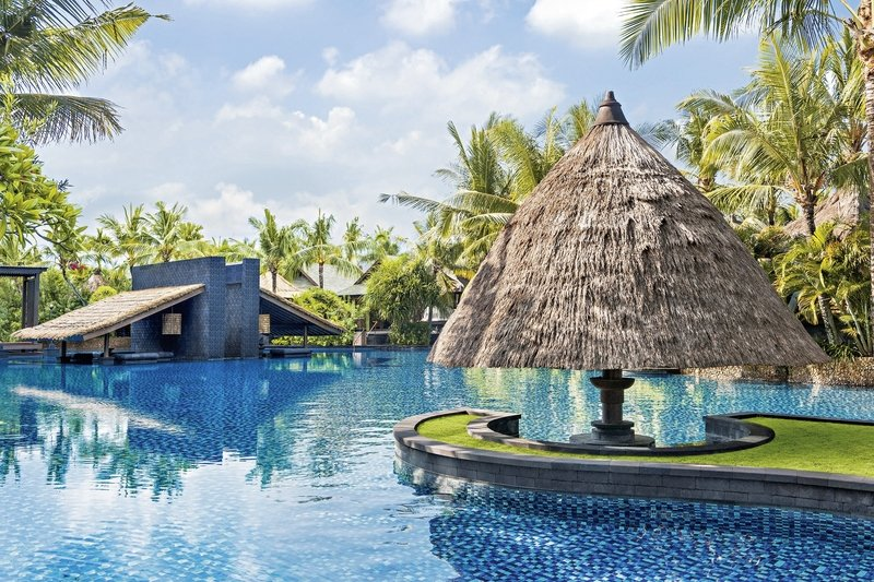 The-St.Regis-Bali-Resort-piscina.jpg